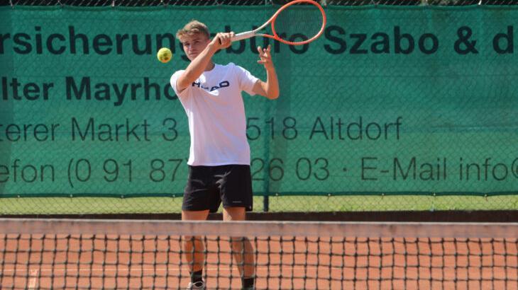Die Tennisplätze in der Altdorfer Weidentalstraße wird Laurenz Grabia vorerst nicht mehr sehen. Ab nächster Woche schlägt er in San Diego auf, wo er in den kommenden vier Jahren ein Studium absolviert und Tennis unter professionellen Rahmenbedingungen spielen wird.