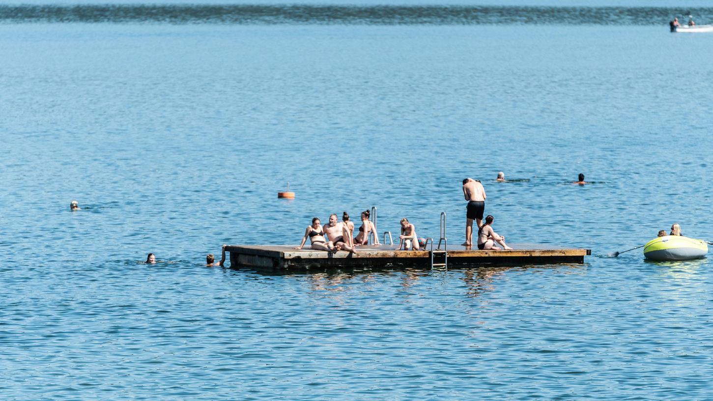 Der Brombachsee ist an diesen Tagen gut besucht. Zwei Jugendliche konnten nun einer Frau das Leben retten, nachdem sie beim Schwimmen untergegangen war.