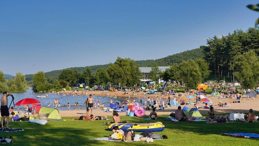 Die Ramsberger Badebucht am Großen Brombachsee ist bei Urlaubern und Einheimischen gleichermaßen beliebt.