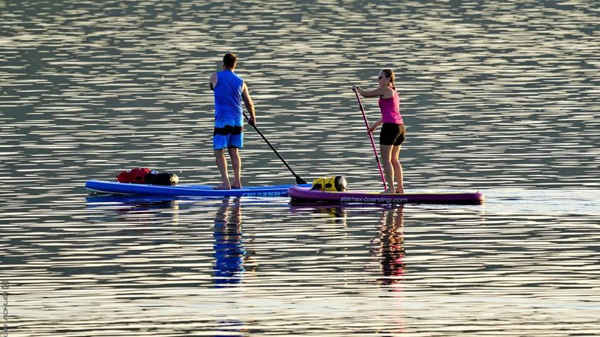 Die ehemalige Bewerberin um den Titel Seenland-Königin fühlt sich auf dem Großen Bromachsee pudelwohl: Jana Kress mit ihrem SUP.