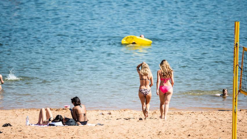 Ab ins kühle Nass: Das Wasser des Großen Brombachsees war bei den heißen Temperaturen wunderbar erfrischend.