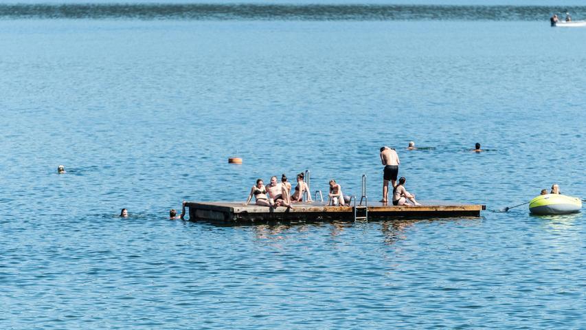 Die Badeplattformenin den Seezentren am Brombachsee laden zum Sonnetanken und Verweilen ein.