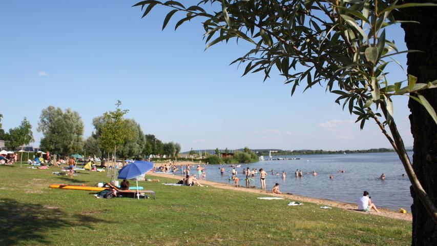 FOTO: 14.8.2021; Marianne Natalis MOTIV: Altmühlsee; Strände; heißes Sommerwochenende; Strand; Seezentrum Muhr am  See