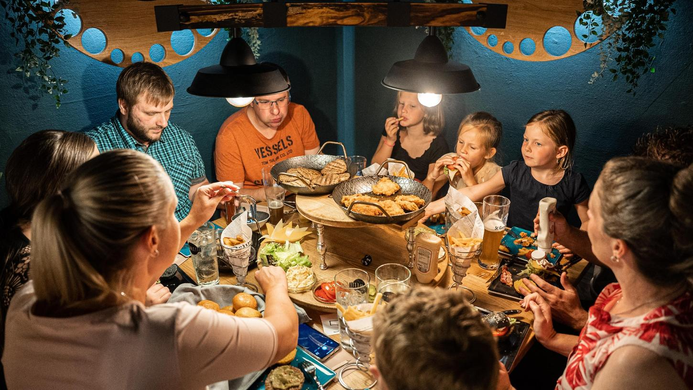 In einer geselligen Runde mit Freunden oder Familie, sofern die Pandemie es erlaubt, seinen eigenen Burger kreieren – das ist das Prinzip, auf das das Lokal Burglette in der Burgstraße in Nürnberg setzen will.