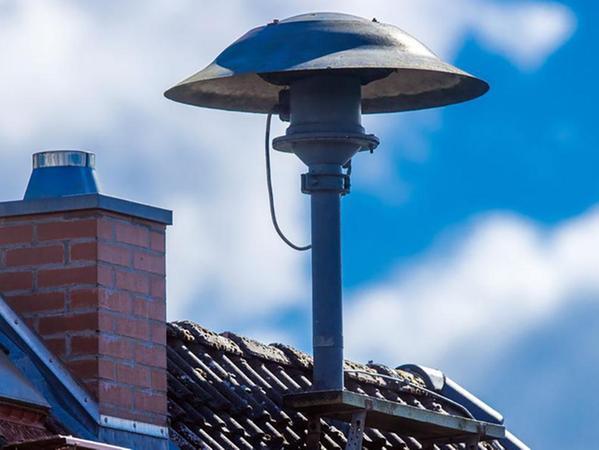Es gibt sie zwar noch, die guten, alten Sirenen auf den Dächern, aber es sind nur Feuersirenen, keine für den Katastrophenfall oder Zivilschutz geeignete Alarmierungsgeräte.