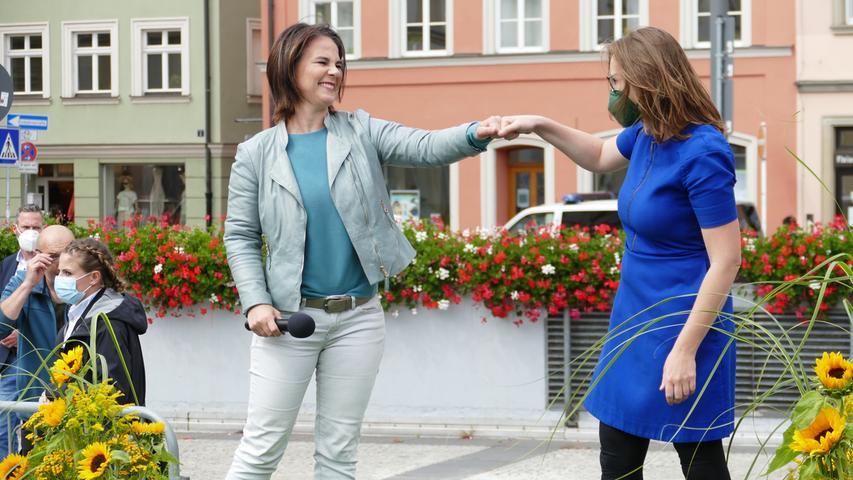Die beiden Grünen-Politikerinnen Annalena Baerbock und Lisa Badum.