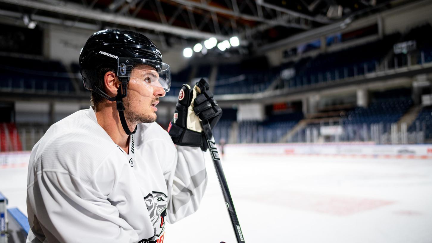 Reflektiert: Verteidiger Oliver Mebus äußert sich über die ersten Spiele und den Kader der Ice Tigers.