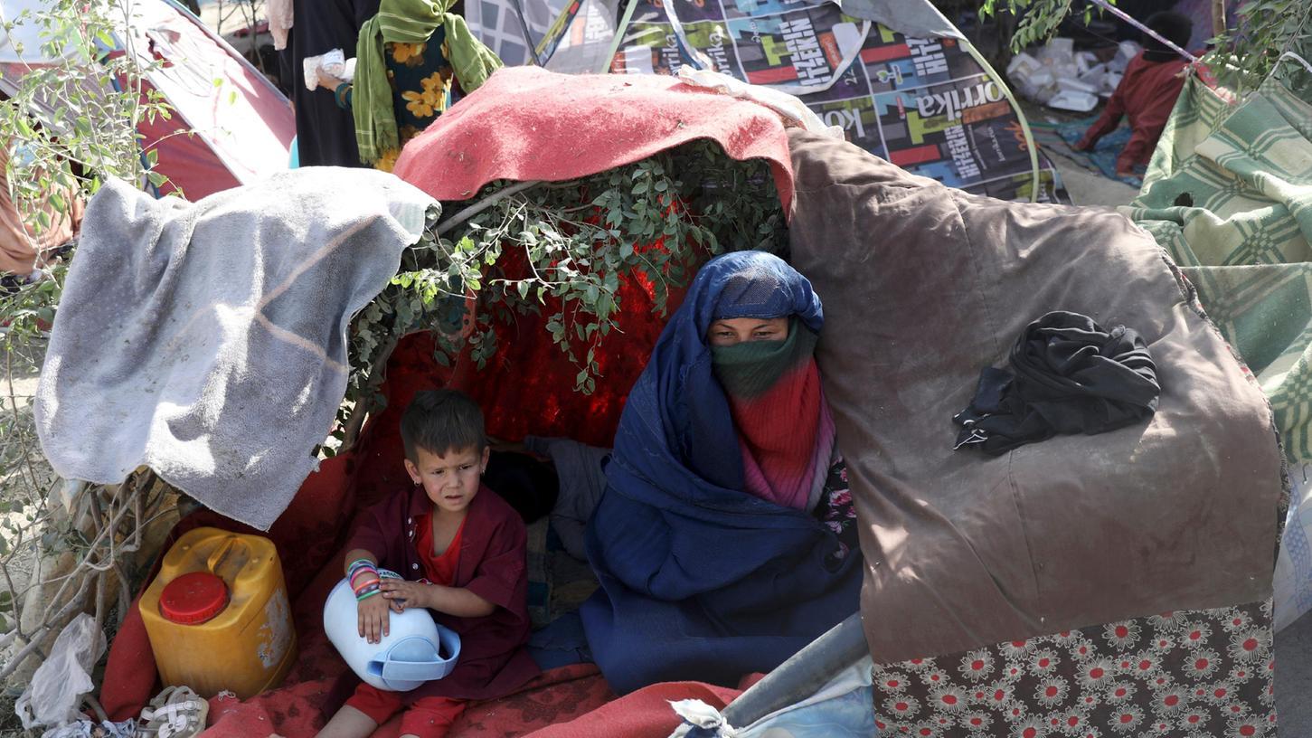 Viele Menschen versuchen aus Angst um ihr Leben aus Afghanistan zu fliehen.