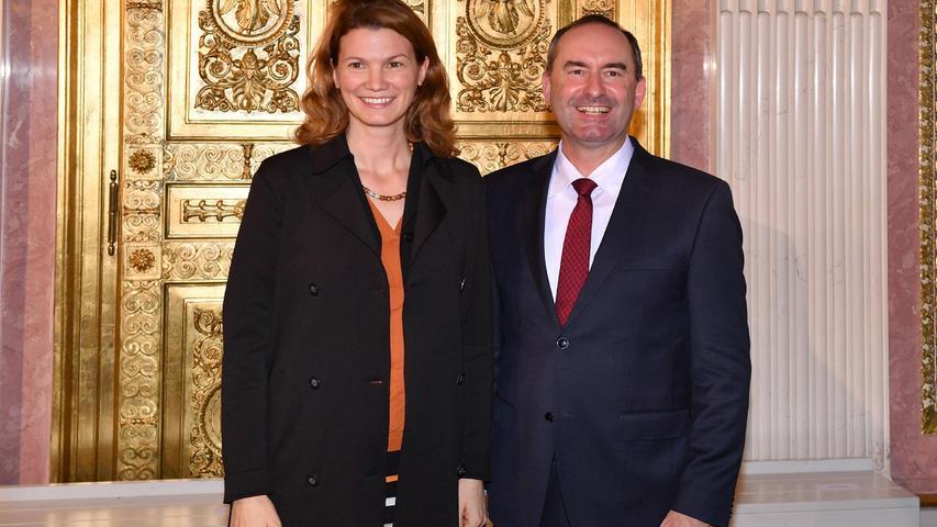 Seine Freundin ist Tanja Schweiger, die Landrätin des Landkreises Regensburg; das Paar hat die zwei gemeinsamen Kinder Laurenz und Adrian.