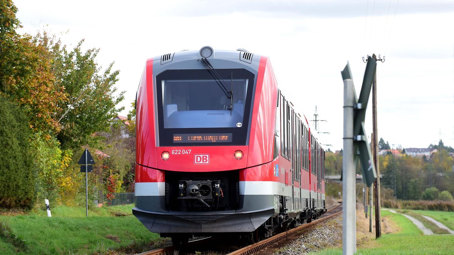 In zehn Jahren könnte das dritte Gleis auf der Strecke zwischen Fürth und Siegelsdorf fertig sein. Mit dem Ausbau sollen sich Fahrtzeiten verkürzen.