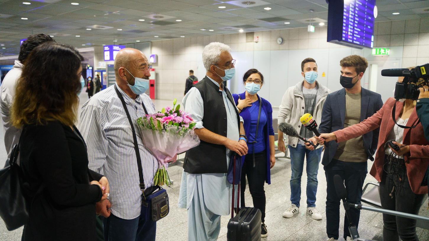 Angekommen: Afghanen am Frankfurter Flughafen.