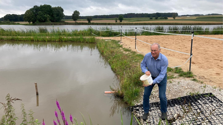 Ruhe und Entspannung findet der Vize-Landrat und Fisch-Experte Martin Oberle an seinem eigenen Weiher nahe Höchstadt, zu dem ein kleiner Gemüsegarten gehört.