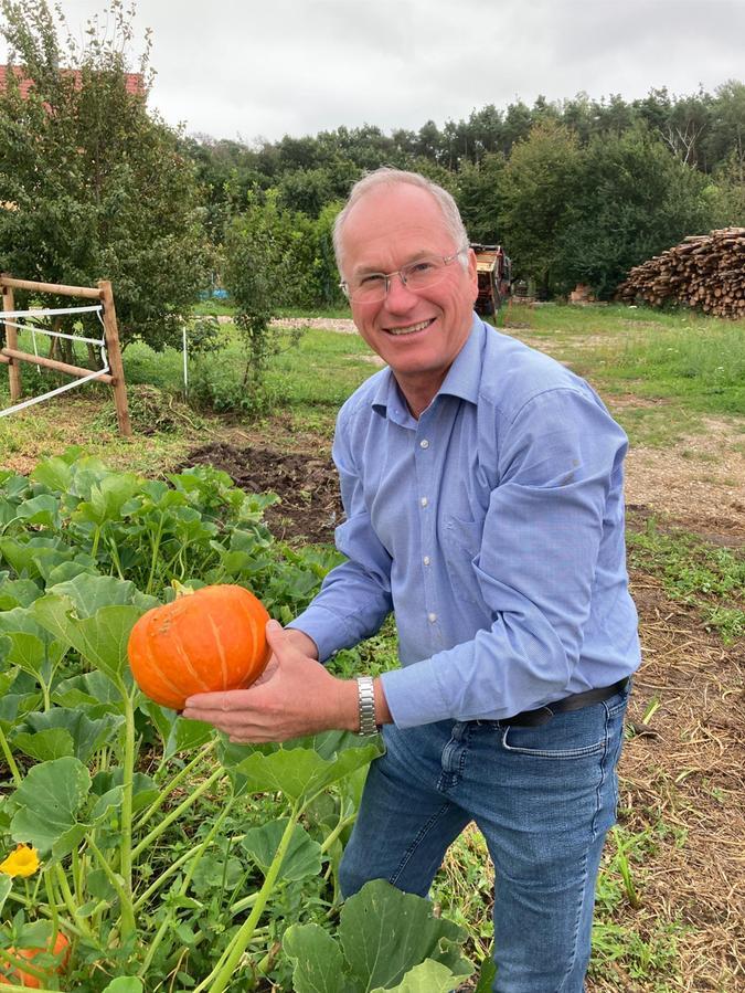 Früchte aus dem eigenen Garten sind nicht nur ein Erfolgserlebnis, sondern auch sehr gesund - wie dieser Kürbis.