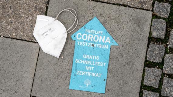 3G-Gegner stören Stadtratsitzung in Franken - Sitzung findet deshalb im Freien statt