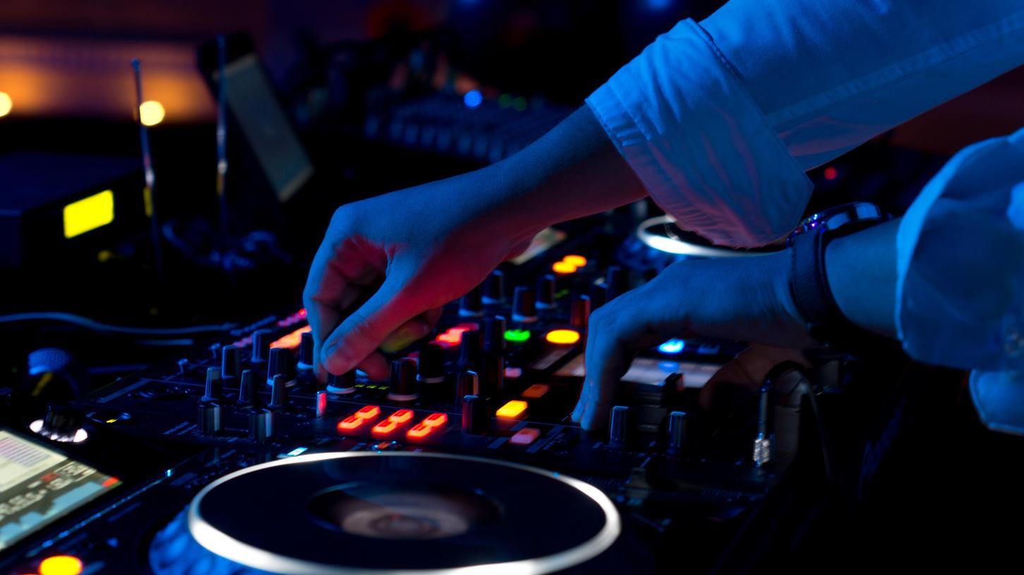 In zwei Nürnberger Nachtclubs hat es in der vergangenen Woche Corona-Fälle gegeben.