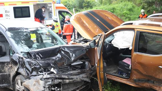 Betrunkener rammt Familien-Auto: Acht Verletzte bei Spalt