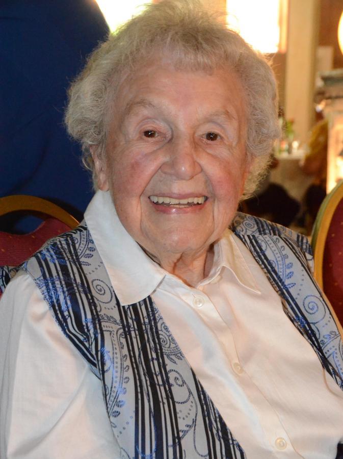 Annemarie Keller war bereits bei der Gründung vor 50 Jahren und ist beim Weihnachtsmarkt immer noch aktiv. Mit 96 Jahren sie das älteste FU-Mitglied.