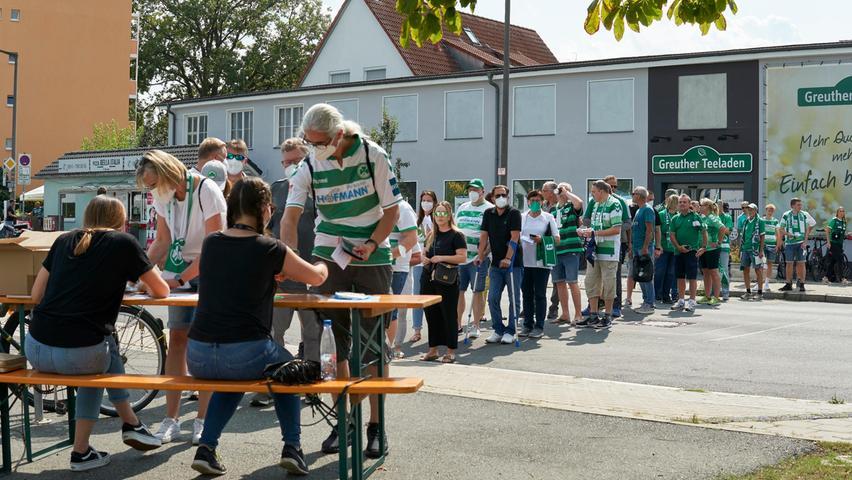 Nach der Corona-Zwangspause: Die Kleeblatt-Fans sind zurück im Ronhof
