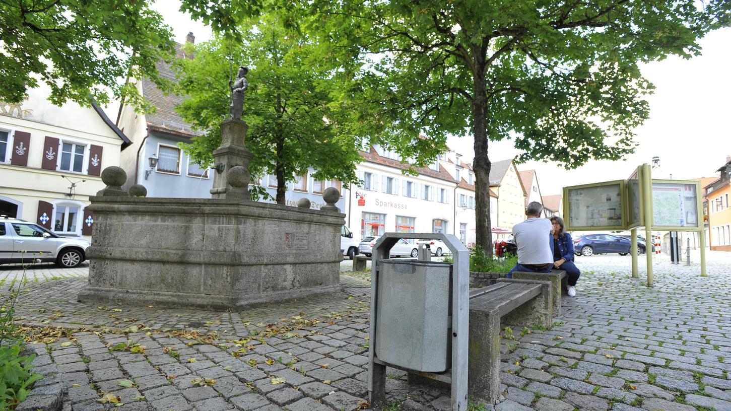 Nicht immer landet das, was in öffentliche Müllbehälter gehört, in diesen - oder neben diesen in Gräfenberg.