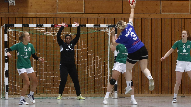 Als eine der wenige Mannschaften absolvierten die BOL-Frauen der SG Rohr/Pavelsbach (grüne Trikots) im Herbst 2020 vor dem coronabedingten Saison-Abbruch zwei Ligaspiele. In der neuen Runde sorgt der Verband für terminliche Flexibilität.
