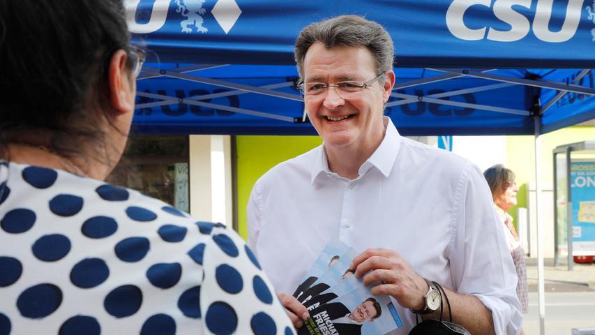 Auf Listenplätze muss er nicht achten: Michael Frieser, 57-jähriger Bundestagsabgeordneter, hat zum vierten Mal in Serie das Direktmandat in Nürnberg-Süd/Schwabach gewonnen und damit sein Ticket nach Berlin sicher. Der Bezirksverbandschef der Christsozialen hat sich in der vergangenen Legislaturperiode unter anderem um die Reform des Wahlrechts gekümmert. Der Rechtsanwalt war vor seiner bundespolitischen Laufbahn in der Nürnberger Kommunalpolitik aktiv. Von 1996 bis 2009 gehörte er dem Stadtrat an, ab 2003 war er sechs Jahre Fraktionschef der Rathaus-CSU.