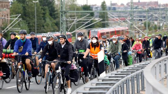 Demo für den Klimaschutz: 150 Radler auf dem Frankenschnellweg