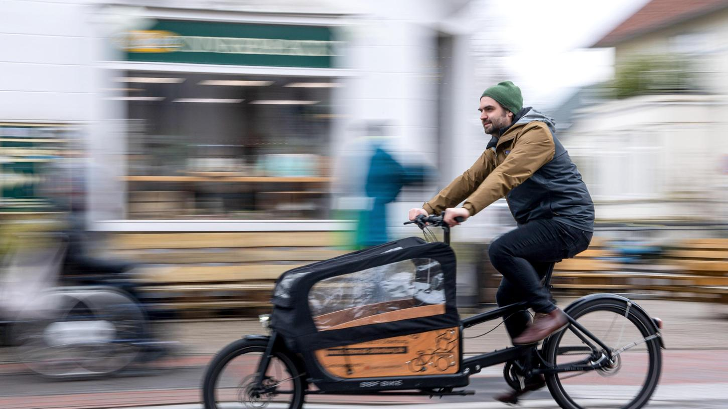 Raus aus dem Auto und rauf aufs Lastenrad:Die Grünen wollen mit einer Förderprämie von 1000 Euro den privaten Kauf von Lastenfahrrädern unterstützen.