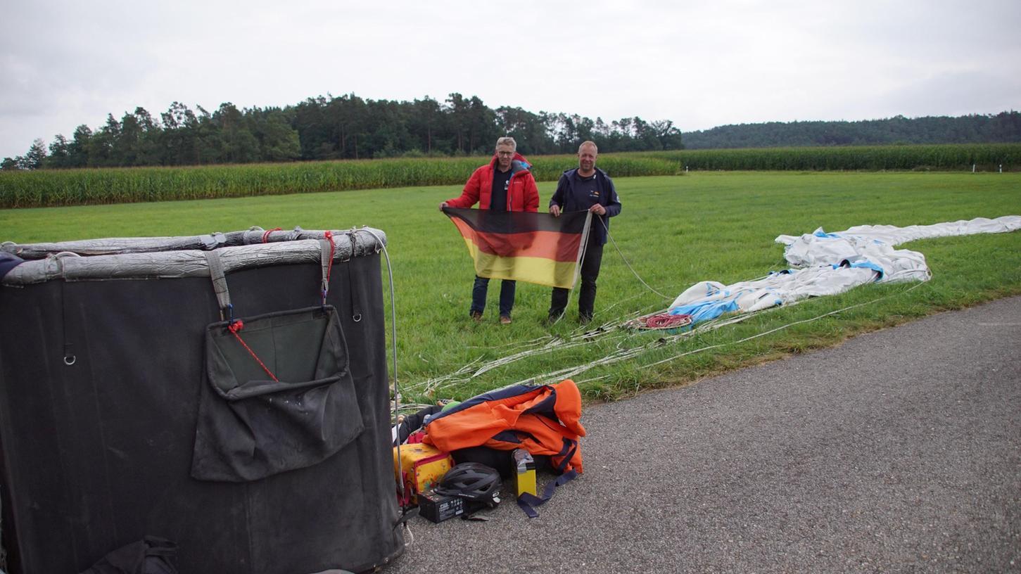 Alex Hunnekuhl (links) undAndreas Zumrode aus Nordrhein-Westfahlen sindbei Thannhausen gestrandet. Ziel war eigentlich Südfrankreich.