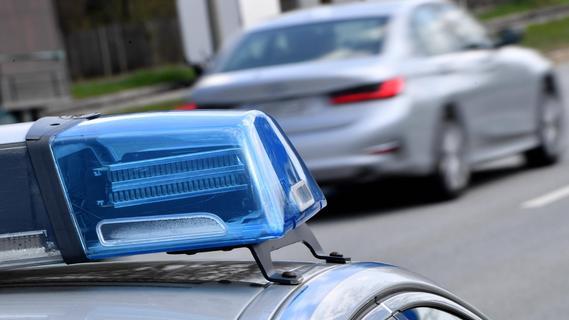 Randalierer in Heroldsbach beschimpft Polizisten und greift sie an