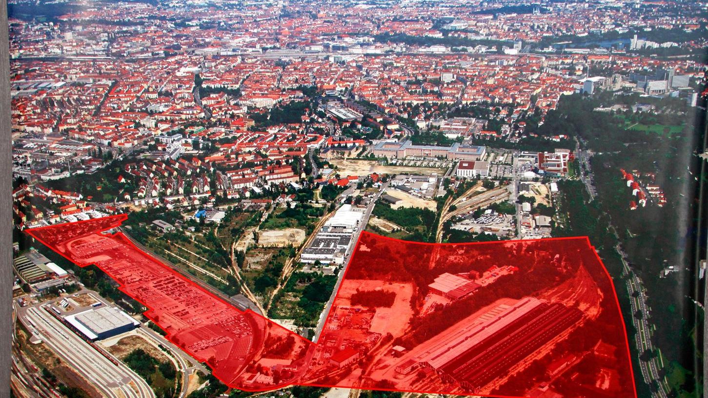 Die rot eingefärbte Fläche zeigt das 37 Hektar große Gelände auf dem die Technische Universität Nürnberg gebaut werden soll.