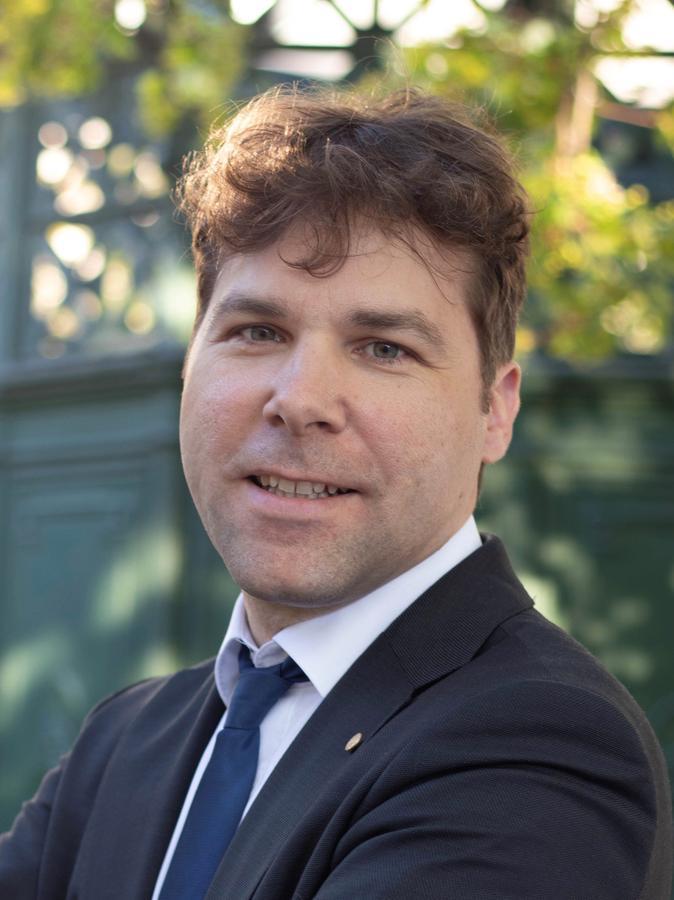 Dr. Christoph Marquardt ist Physiker am Max-Planck-Institut für die Physik des Lichts aus Erlangen und leiter der Forschungsgruppe, die sich mit der Quantenmechanik beschäftigt.