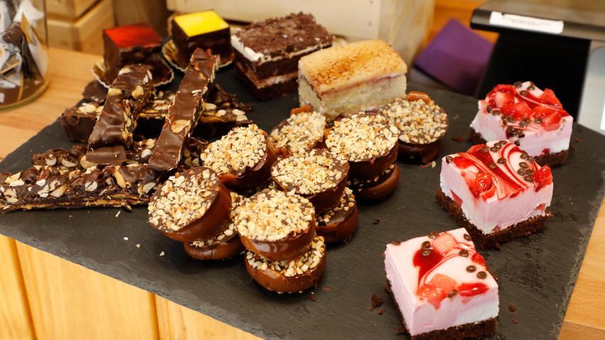 Das vegane Gebäck bezieht Melanie Jessen aus ganz Deutschland. Es gibt auch Spezialtage mit selbstgemachten Törtchen und Brownies.