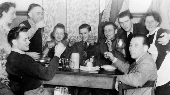 Hier wurde getrunken, gefeiert und getankt: Das Gasthaus Zur Eisenbahn in Neuses
