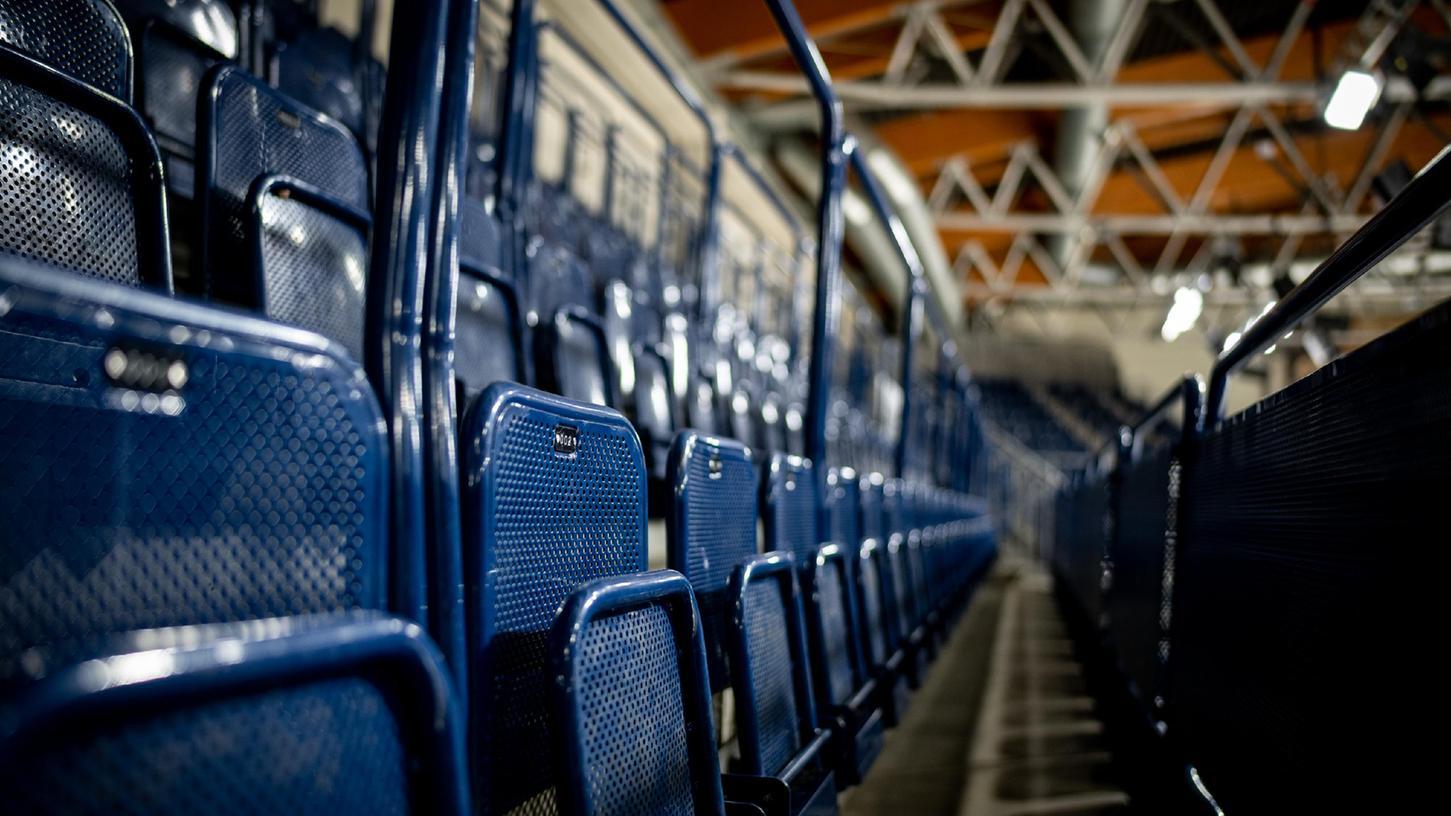 In anderen Bundesländern wird es derlei Fotos nicht mehr geben. In Nürnberg hofft man darauf, dass diese Plätze zum Saisonauftakt im Handball und im Eishockey besetzt sein werden.