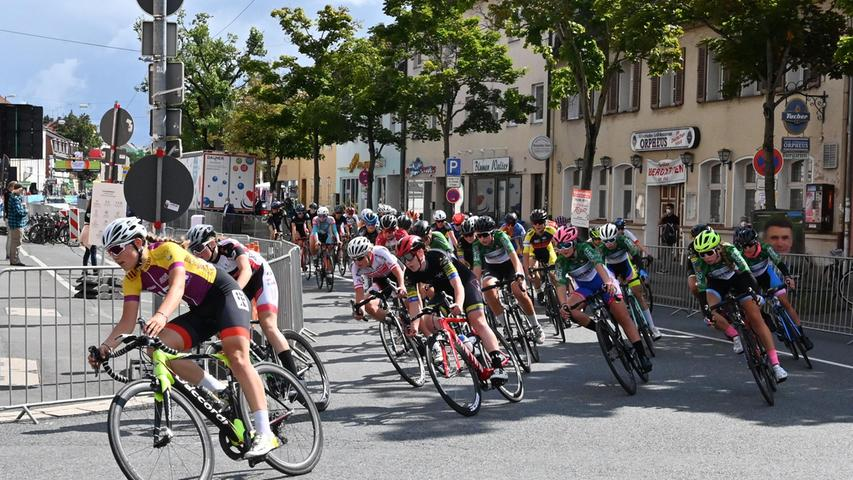 Der Kurs führte über neun Runden von jeweils 4,7 Kilometern, mit Start und Ziel wie die Profis auf der Erlanger Luitpoldstraße