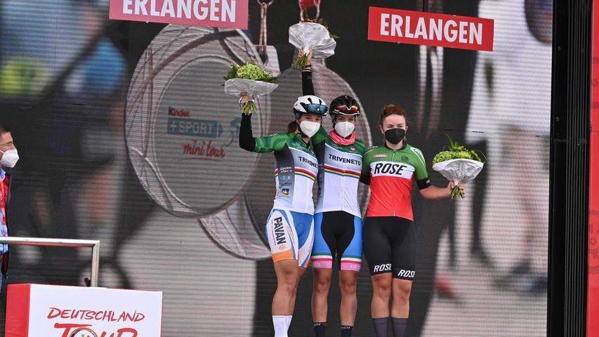 Erstmals waren auch sechs Gast-Fahrerinnen aus Italien am Start -ein Austausch-Programm mit dem italienischen Radsport-Verband. Und sie waren direkt erfolgreich:Asia Svaragato aus Verona gewann im Sprint Royal vor ihrer Mannschafts-Kollegin Greta Cettolin aus Treviso. Auf Rang drei kam Sina Temmen von der SG Radschläger 1970 Düsseldorf.