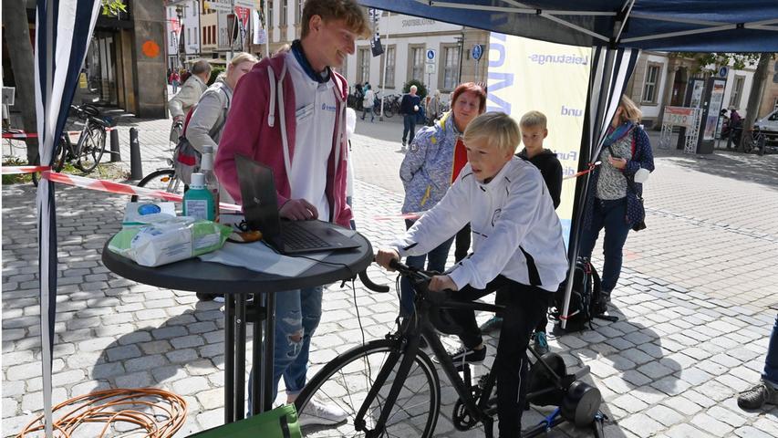 Außerdem konnte man ein virtuelles Training am Bike-Simulator testen.
