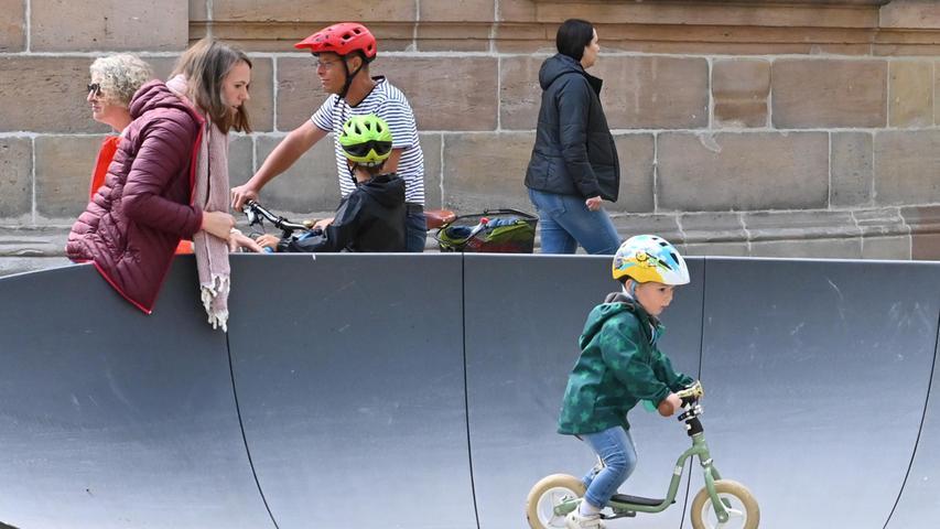 Kinder im Alter von zwei und zwölf Jahren konnten in der Fahrrad-Erlebniswelt ihre Skills in den verschiedenen Lernparcours testen.