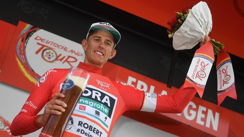 Durch den Etappensieg und die Bonussekunden zog Politt auch in der Gesamtwertungan seinem Teamkollegen Pascal Ackermann vorbei. Zur Belohnung gab es das rote Trikot.