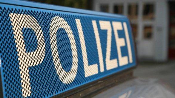Ein unbekannter Mann hat am Bayreuther Hauptbahnhof ohne ersichtlichen Grund drei Mädchen geschlagen.