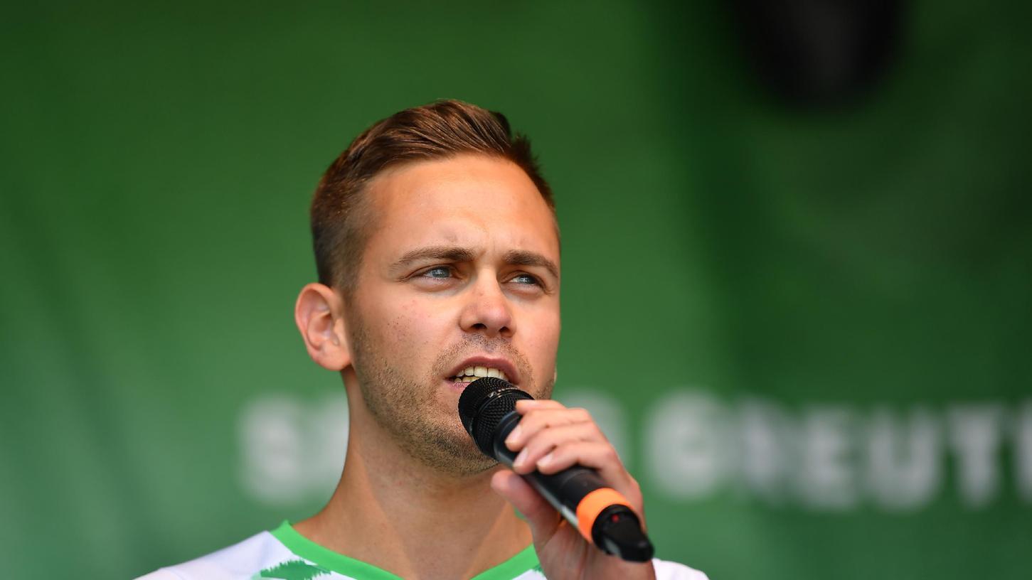 Die Stimme des Ronhofs: Julian Pecher (hier bei der Saisoneröffnung) ist Stadionsprecher bei den Heimspielen des Kleeblatts.
