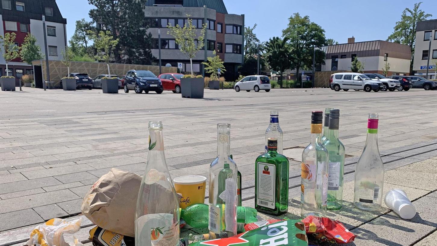 Müll, Lärm und zuletzt eine Schlägerei auf dem Rathausplatz – das sorgt in Oberasbach für Ärger.