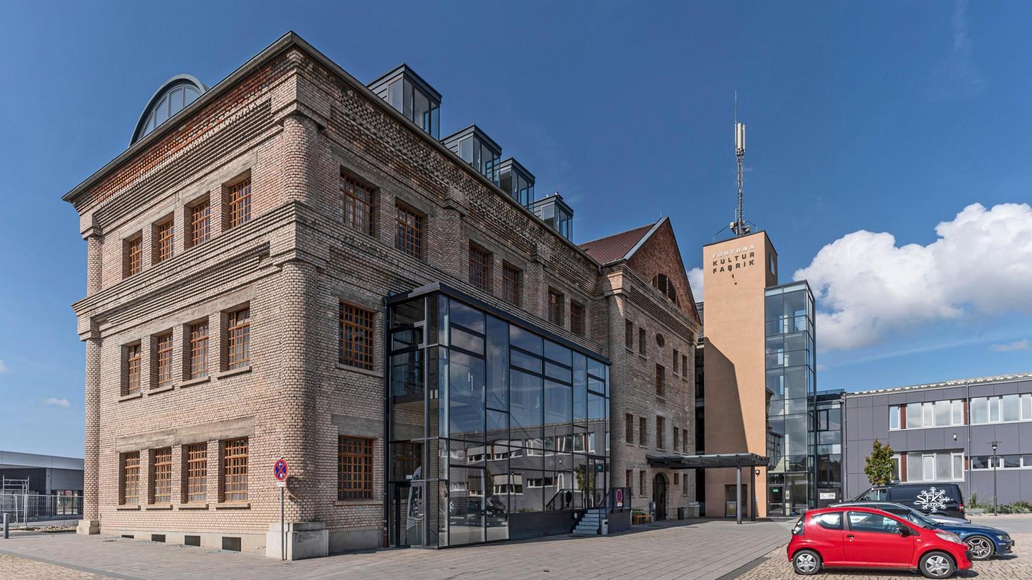 Von außen sieht man der Höchstadter Kulturfabrik deutlich an, dass hier einmal das produzierende Gewerbe daheim war.