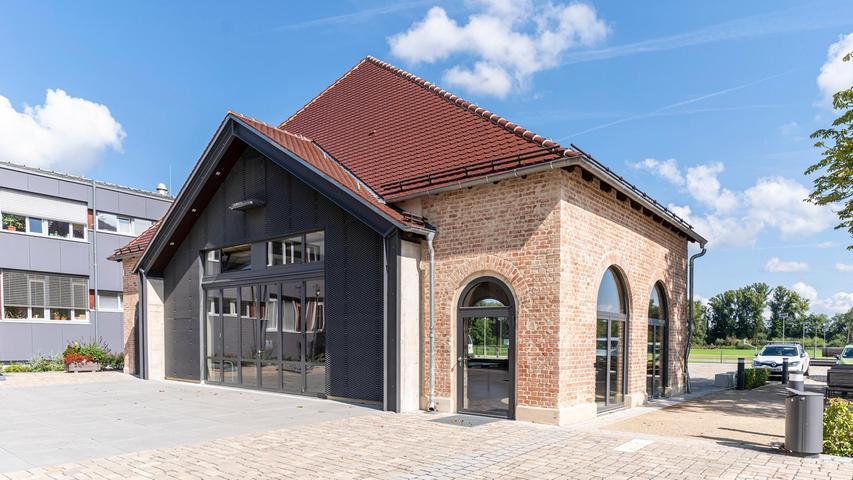 Das Heizhaus vis-a-vis der Fortuna wird unter anderem für Ausstellungen genutzt, der Innenhof davor funktioniert für kleine Open Airs sehr gut.