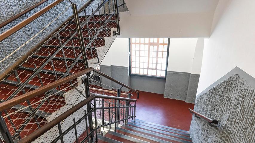 Die Treppenhäuser atmen immer noch Fabrikcharme. Das soll auch so sein.