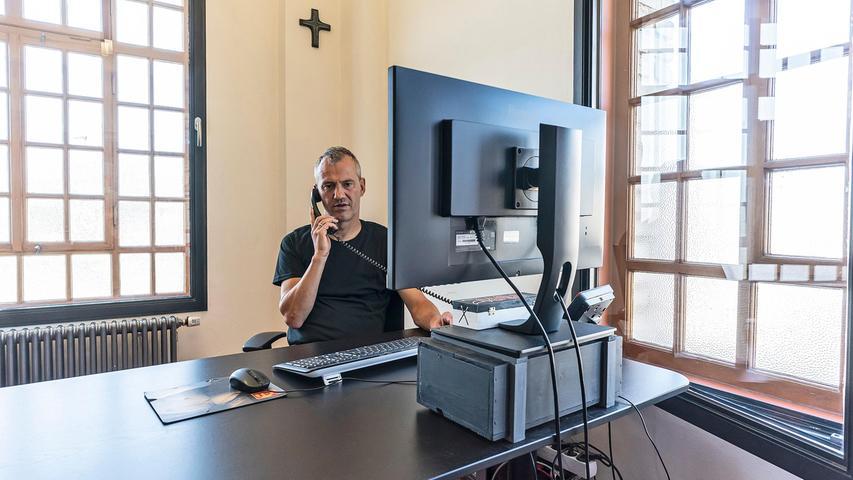 Bernd Riehlein an seinem Schreibtisch. Eines der wichtigsten