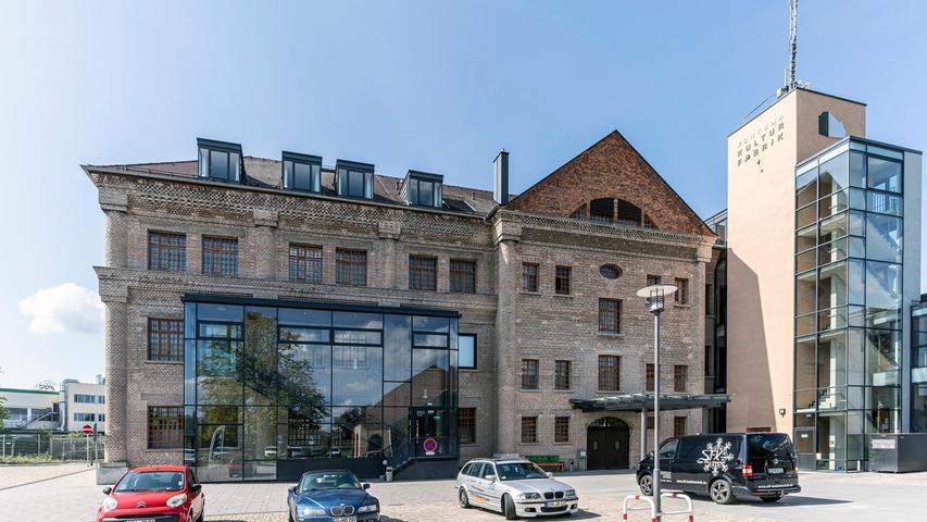 Der Parkplatz vor dem Fortuna-Gebäude kann auch zum Konzert- und Theaterort umfunktioniert werden.