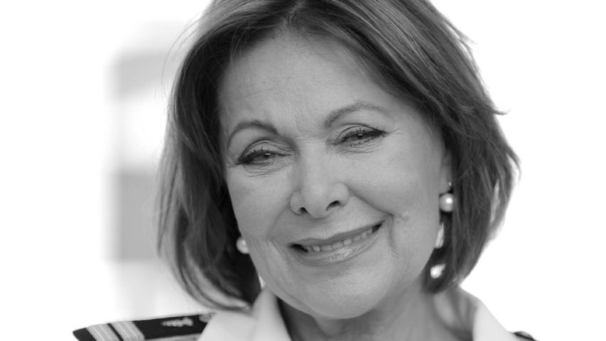 Heide Keller istim Alter von 81 Jahren gestorben.Das Fernsehpublikum kennt die gebürtige Düsseldorferin vor allem in der Rolle der Chefhostess Beatrice in der ZDF-Reihe