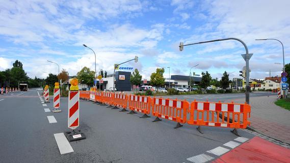Forchheim: Baustelle in der Bamberger Straße, langer Stau in  der Bügstraße