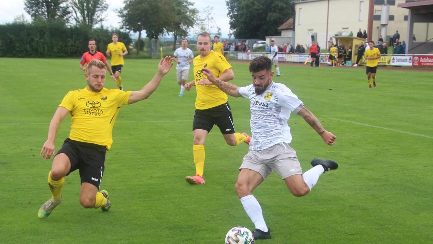 Zahlreiche Offensivszenen prägten das Spiel zwischen Dittenheim (in gelb) und den Gästen aus Raitersaich. Beide Abwehrreihen ließen eine Vielzahl von Chancen zu.